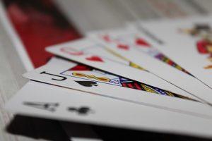 بطاقات لعبة ورق